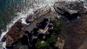 Powietrzny trutnia materiał filmowy Pura Tanahlot świątynia na Bali wyspie zbiory