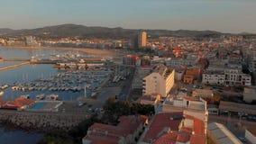 Powietrzny trutnia materia? filmowy od miasteczka Palamos od Hiszpania, w Costa Brava zbiory