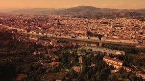 Powietrzny trutnia materiału filmowego wideo - panoramiczny widok Florencja zbiory