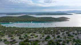 Powietrzny trutnia strzał marina zatoka w adriatic morzu, Chorwacja zdjęcie wideo