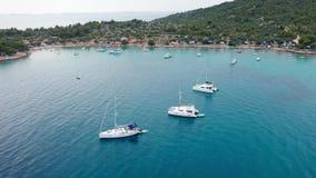Powietrzny trutnia strzał marina zatoka w adriatic morzu, Chorwacja zbiory wideo