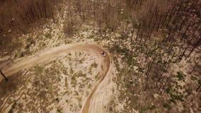 Powietrzny trutnia strzału widok jeden enduro motocyklu przejażdżka zdjęcie wideo