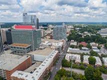 Powietrzny trutnia widok miasto Raleigh, NC zdjęcia royalty free