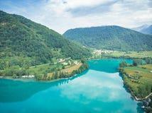 Powietrzny trutnia widok nad Najwięcej na Soci jeziora, Slovenia obraz stock