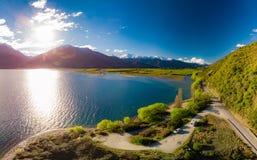 Powietrzny trutnia widok, północna strona Jeziorny Wanaka przy Makarora, Południowa wyspa, Nowa Zelandia obrazy royalty free