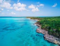 Powietrzny trutnia widok Saona wyspa w Punta Cana, republika dominikańska obraz stock