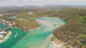 Powietrzny trutnia widok Tallebudgera zatoczka i plaża na Gold Coast, Queensland, Australia zdjęcie wideo