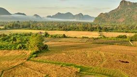 Powietrzny wiejski halny dolinny wschodu słońca widok zbiory wideo