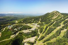 Powietrzny wizerunek Mt Waszyngtoński wysokogórski ośrodek narciarski, BC, Kanada zdjęcia stock