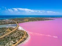 Powietrzny wizerunek Różowy Gregory w zachodniej australii z oceanem indyjskim w tle i jezioro obraz stock