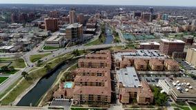 Powietrzny zasięrzutny widok klub poza miastem placu teren w Południowym Kansas City, Missouri zdjęcie wideo