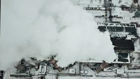 Powietrzny zima widok dymić przemysłowych kominy Dymienie elektrownia zbiory