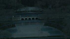 Powietrzny zoom od nyc ampitheater na rzece zbiory
