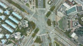 Powikłany drogowy skrzyżowanie w Szanghaj, Chiny Powietrzny pionowo odg?rny widok zdjęcie wideo