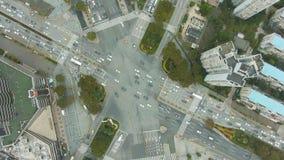 Powikłany drogowy skrzyżowanie w Szanghaj, Chiny Powietrzny pionowo odg?rny widok zbiory