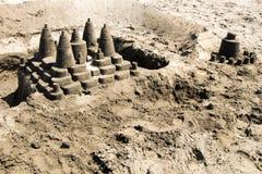 Powikłany piaskowaty kasztel na plaży fotografia stock