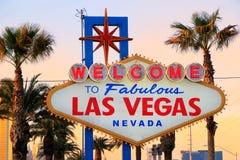 Powitanie Bajecznie Las Vegas znak przy nocą, Nevada Obraz Stock