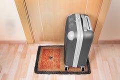Powitanie domowa słomianka z walizką Zdjęcie Stock