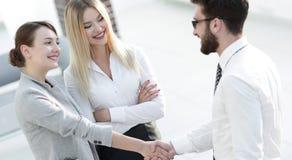 Powitanie i uścisk dłoni partnery biznesowi Fotografia Stock
