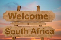 Powitanie Południowa Afryka znak na drewnianym tle Zdjęcia Stock