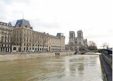 Powodzie wonton, Paryski Francja Łodzie latają w czym, niemożliwość żeglować Obrazy Royalty Free