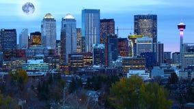 Powstająca księżyc nad Calgary, Alberta obrazy stock
