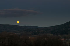 Powstający księżyc w pełni Obrazy Stock