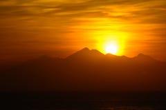 Powstający słońce od góry, Amed, Bali Indonezja Sunrice na morzu Zdjęcie Royalty Free