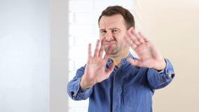 Powstrzymywanie, kontrowanie w średnim wieku mężczyzna zbiory