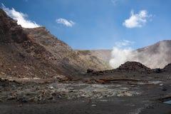 Powulkaniczna pustynia, Czarny Lawowy piasek, Dymi ziemię Obraz Stock