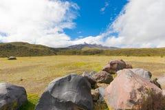 Powulkaniczne skały w Cotopaxi parku narodowym Ekwador fotografia royalty free