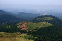 powulkaniczni łańcuszkowi Auvergne kratery Obraz Royalty Free