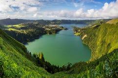 Powulkaniczny jezioro od Sete Cidades w Sao Miguel Zdjęcia Royalty Free