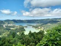 Powulkaniczny krajobraz - jezioro i morze Obrazy Royalty Free