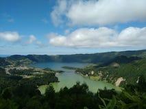 Powulkaniczny krajobraz - jezioro i morze Obraz Stock