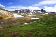 Powulkaniczny krajobraz z aktywnym Mutnovsky wulkanem Obraz Stock
