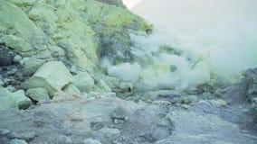 Powulkaniczny krater, dokąd siarka minuje zdjęcie wideo