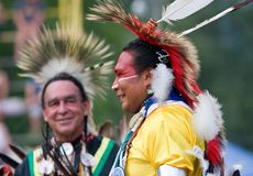 Powwow-traditionelle Tänzer Stockfoto