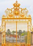 Pozłocista brama przy Versailles pałac Francja zdjęcie stock
