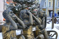 Pozłocista rzeźba trzy małpy No mówję, Ja no widzię, no mogę słuchać, Zdjęcia Royalty Free