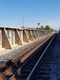 poza mosta odległości horyzontu linia kolejowa kolejowy rozciąganie tropi Obrazy Royalty Free
