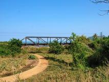 poza mosta odległości horyzontu linia kolejowa kolejowy rozciąganie tropi zdjęcie stock