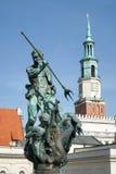 POZAN, POLAND/EUROPE - 16 DE SETEMBRO: Fonte de Netuno em Poz imagens de stock
