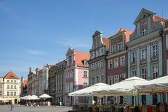 POZAN, POLAND/EUROPE - 16. SEPTEMBER: Reihe des mehrfarbigen Hauses stockfotos
