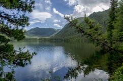 Pozarym sjö västra Sayan Arkivfoton