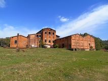 pozatym przetwórni opuszczonego domu starego przemysłowe Obrazy Royalty Free