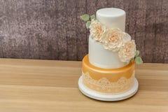 3 poziomów ślubny tort obrazy royalty free