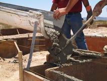 pozioma cementowa prowadzi człowiek łopata Fotografia Stock