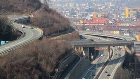 Pozioma złącze dla intensywnego ruchu drogowego w nowożytnym dużym mieście zbiory wideo