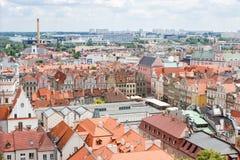 Poznán, Polonia - 28 de junio de 2016: Edificios del mercado de la ciudad, viejos y modernos en la ciudad polaca Poznán Imagen de archivo libre de regalías